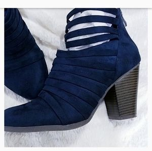 EUC🌻JC Strappy Suede Booties